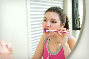 Cat de des te speli pe dinti?