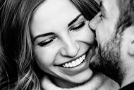 Semne că cineva te place foarte tare și își dorește o relație cu tine