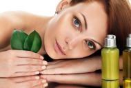 Uleiul care te scapă de acnee şi păr gras