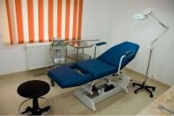 Cutis Med - cabinet7.jpg