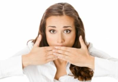 De ce apare şi cum tratăm respiraţia urât mirositoare?
