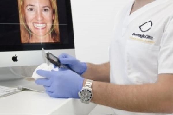 Denttaglio Clinic - Medic_in_cabinet.jpg