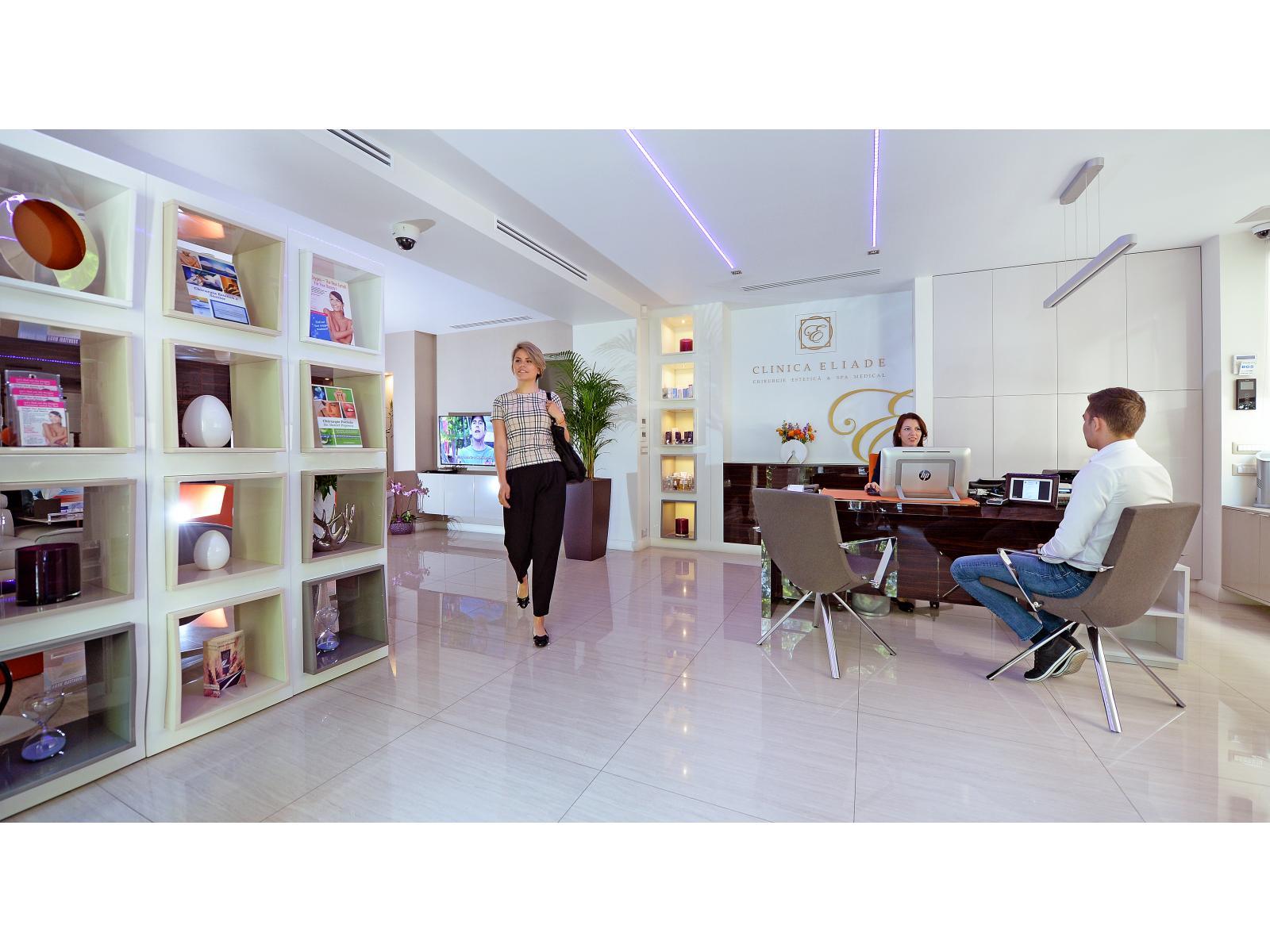 Clinica Eliade - receptie_Mika_plecand.jpg