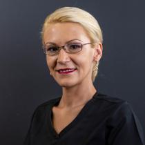 Medic dentist, specialist în parodontologie, doctor în științe medicale Cristina Berechet