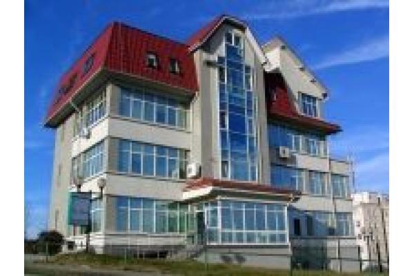 Centrul Medical Doctor Luca - cladire.JPG