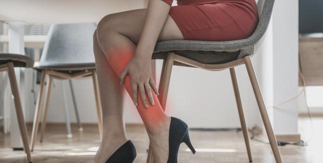 Articulațiile picioarelor doare și îngheață