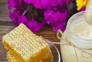 Beneficiile oferite de mierea alba cruda