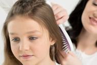 """Spune """"NU"""" leacurilor traditionale pentru paduchii de cap. Iata care sunt cele mai eficiente si sigure metode de tratament"""